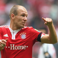 MUNICH, GERMANY - SEPTEMBER 19: Arjen Robben of Muenchen gives instructions to his team mates during the Bundesliga match between FC Bayern Muenchen and 1. FC Nuernberg at Allianz Arena on September 19, 2009 in Munich, Germany. (Photo by Alexander Hassenstein/Bongarts/Getty Images)