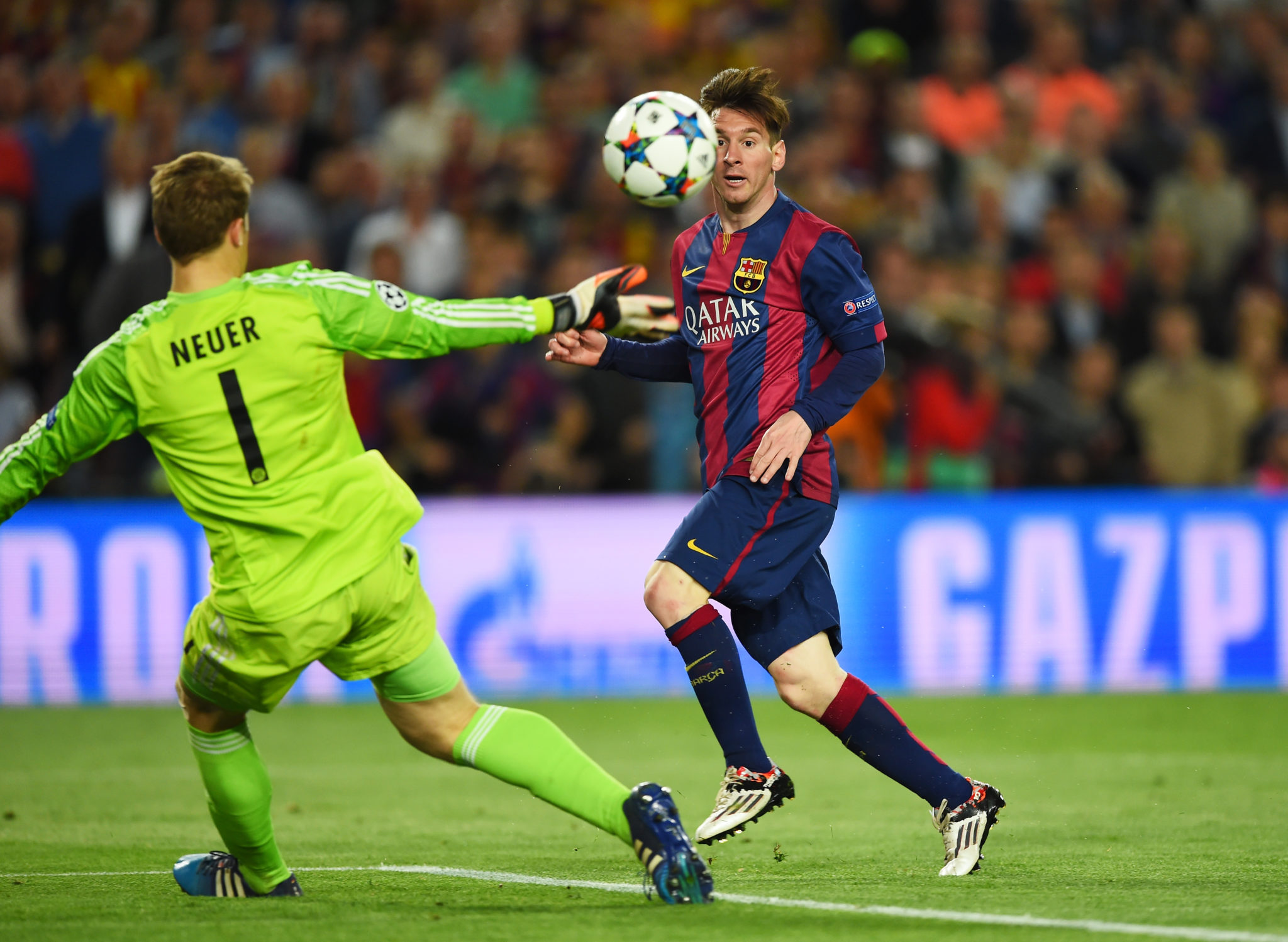 Messi überwindet Manuel Neuer. (Photo by Shaun Botterill/Getty Images)