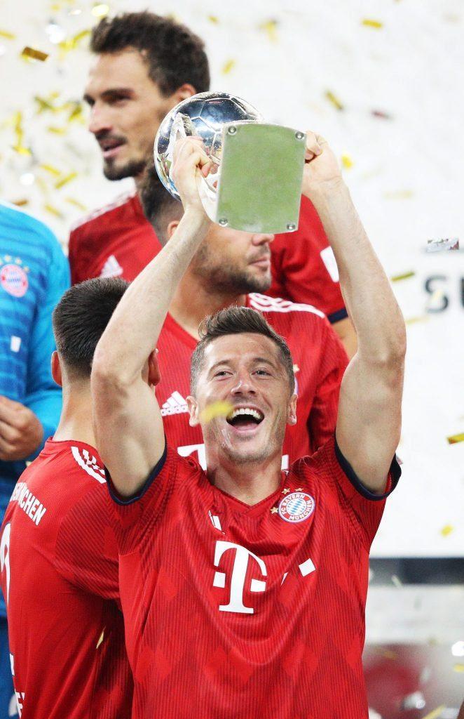 Robert Lewandowski ist beim FC Bayern - anders als Marco Reus beim BVB - zum Titelsammler geworden.