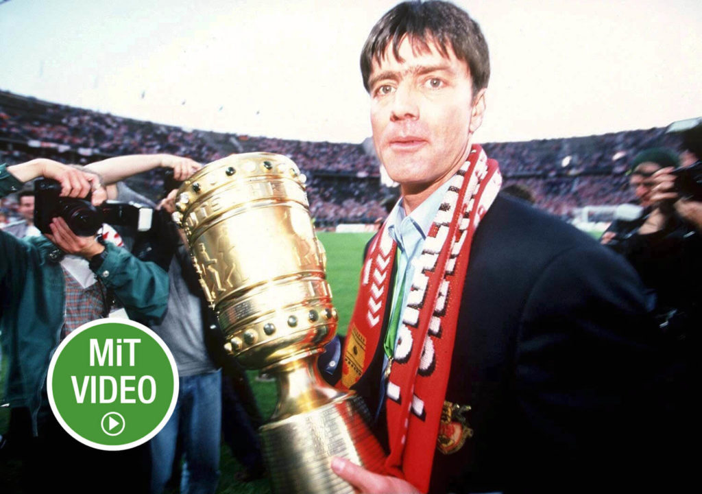 Joachim Löw raucht. Foto: Getty Images