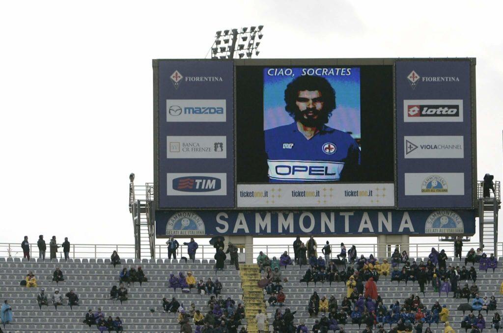 Ein Stadion nimmt Abschied von Socrates. Foto: Getty Images