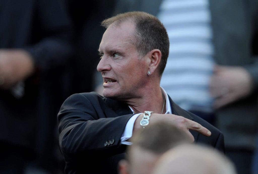 Paul Gascoigne schaut sich 2011 eine Partie zwischen Newcastle und Tottenham - zwei seiner Exvereine - an. Foto: Getty Images