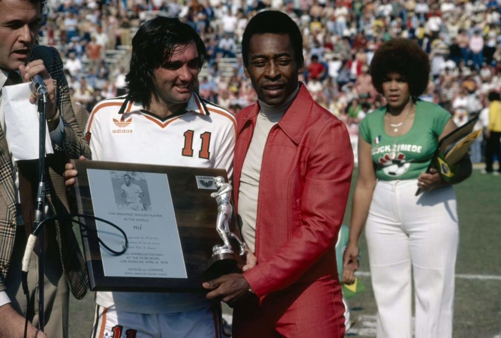 George Best zusammen mit Pele im April 1978. Foto: Getty Images