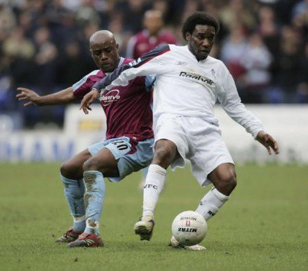 Jay-Jay Okocha trug das Trikot der Bolton Wanderers. Foto: Getty Images