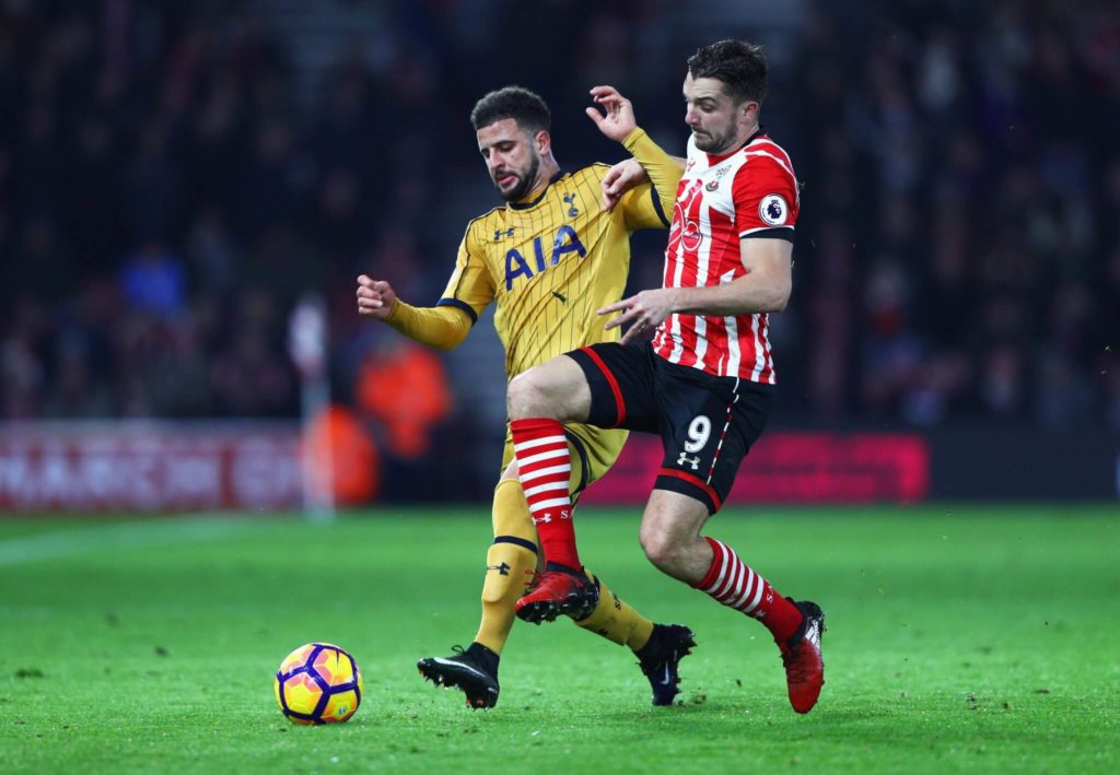 SOUTHAMPTON, ENGLAND - DECEMBER 28: Kyle Walker of Tottenham Hotspur and Jay Rodriguez of Southampton battle for the ball during the Premier League match between Southampton and Tottenham Hotspur at St Mary's Stadium on December 28, 2016 in Southampton, England. (Photo by Ian Walton/Getty Images)