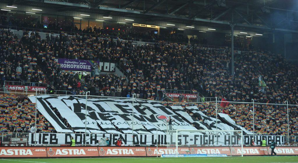 St.-Pauli-Fans engagieren sich für schwule Profis. Foto: Getty Images