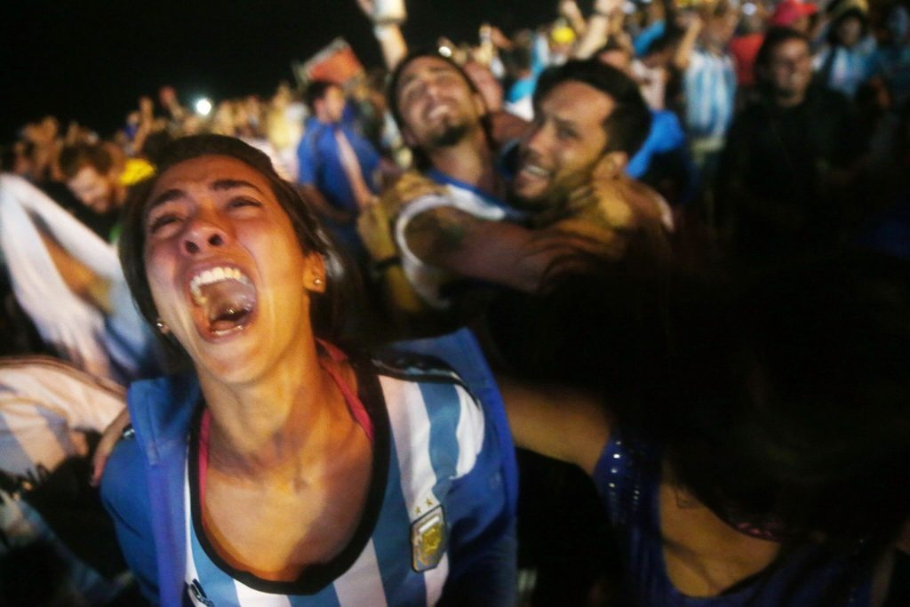 Zum Weinen, zum Jubeln, zum Lachen (Photo by Mario Tama/Getty Images)