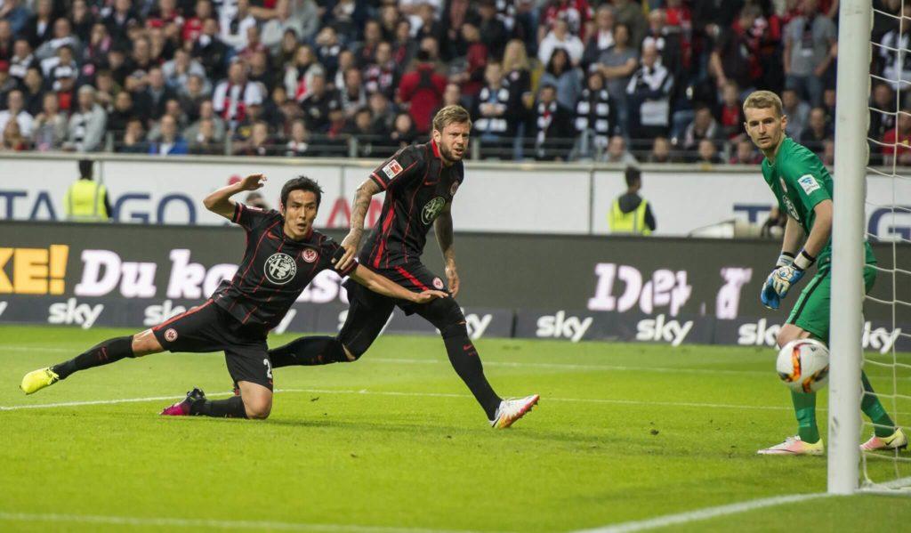 Marco Russ ist Pokalsieger 2017/18 mit Eintracht Frankfurt (Photo by Alexander Scheuber/Bongarts/Getty Images)