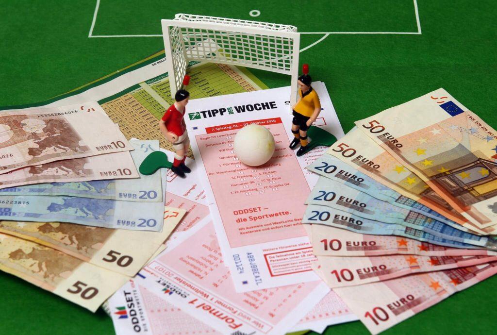 Tippspiele und Wetten gehören zum Fußball dazu.