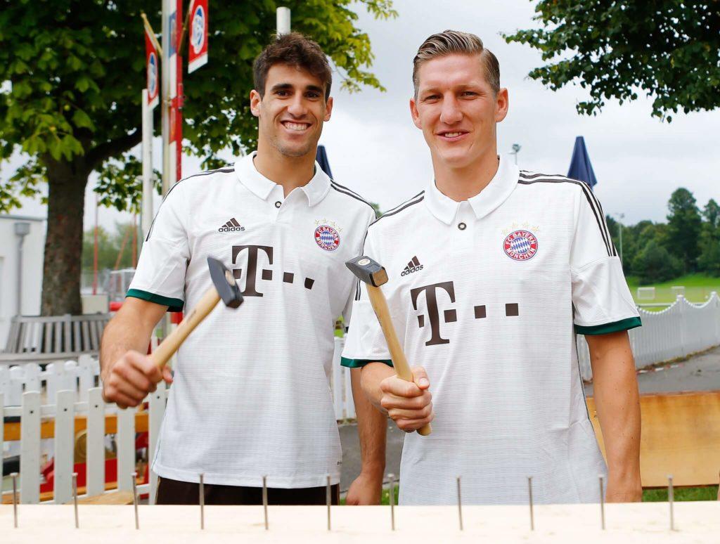 Javi Martinez (links) und Bastian Schweinsteiger. Foto: Getty Images