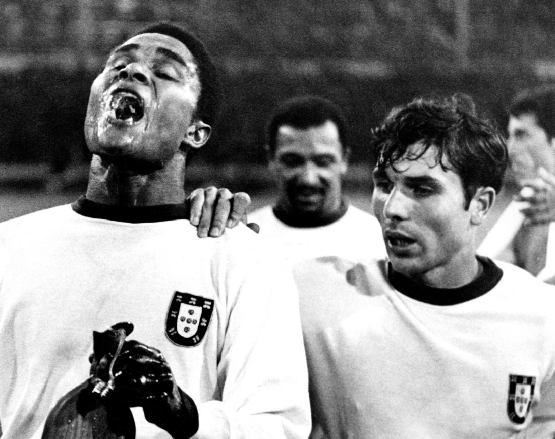 World Cup 1966. 3rd Place Playoff Portugal vs Russia. Eusebio Takes a Drink next to Antonio Simoes. Image: Imago