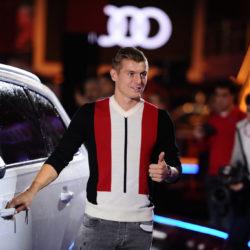 Toni Kroos vor seinem Audi - Saison 2016/17