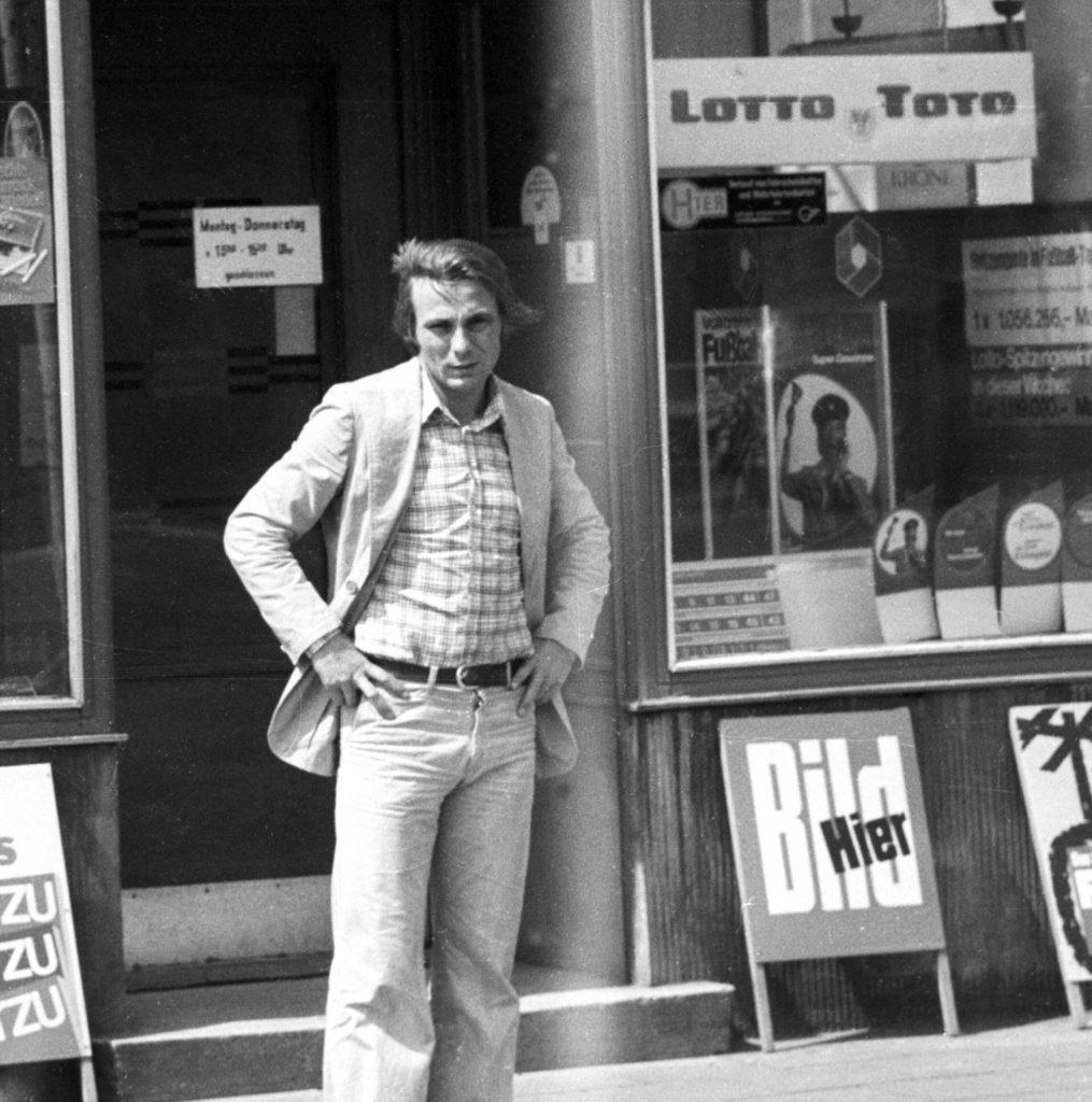 Reinhard -Stan- Libuda vor seinem Toto-Lotto Geschäft 1975 HM.