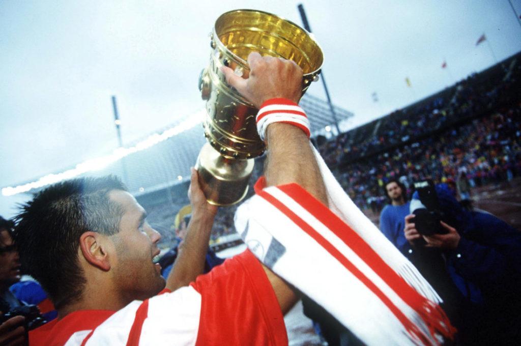 BERLIN, GERMANY - JUNE 15: DFB POKALFINALE 1993 Berlin; HERTHA AMATEURE - BAYER LEVERKUSEN 0:1; Ulf KIRSTEN/Leverkusen mit Pokal