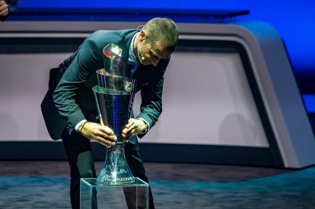 Landet der Nations-League-Pokal, den UEFA-Präsident Aleksander Ceferin hier in Lausanne präsentiert, 2020 Mal in Deutschland?