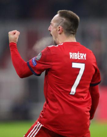 Franck Ribery hat sich ein 7 rasiert. Das sollte wohl den Punkterückstand auf den BVB darstellen.