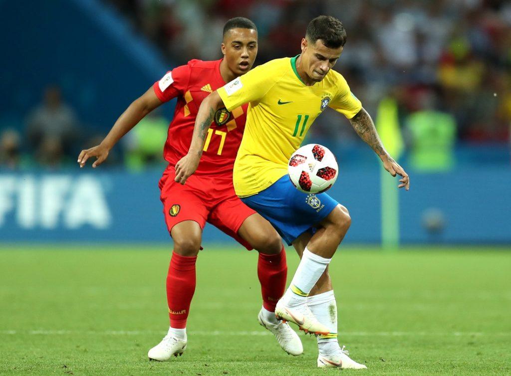 Philippe Coutinho, hier im WM-Viertelfinale 2018 gegen Belgien und Youri Tielemans (l.), könnte Brasiliens ganz großer Hoffnungsträger bei der Copa im eigenen Land sein.