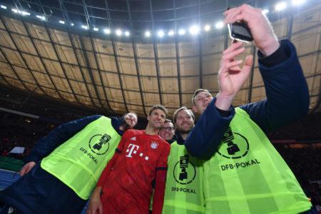 Wie wertvoll sind diese Selfies mit Thomas Müller am Saisonende?