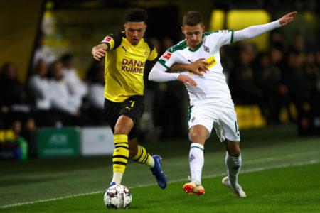 Zaubern Jadon Sancho (l.) und Thorgan Hazard, hier im Liga-Hit BVB - Gladbach (2:1) am 21. Dezember 2018, bald zusammen für Borussia Dortmund? (Photo by Dean Mouhtaropoulos/Bongarts/Getty Images)
