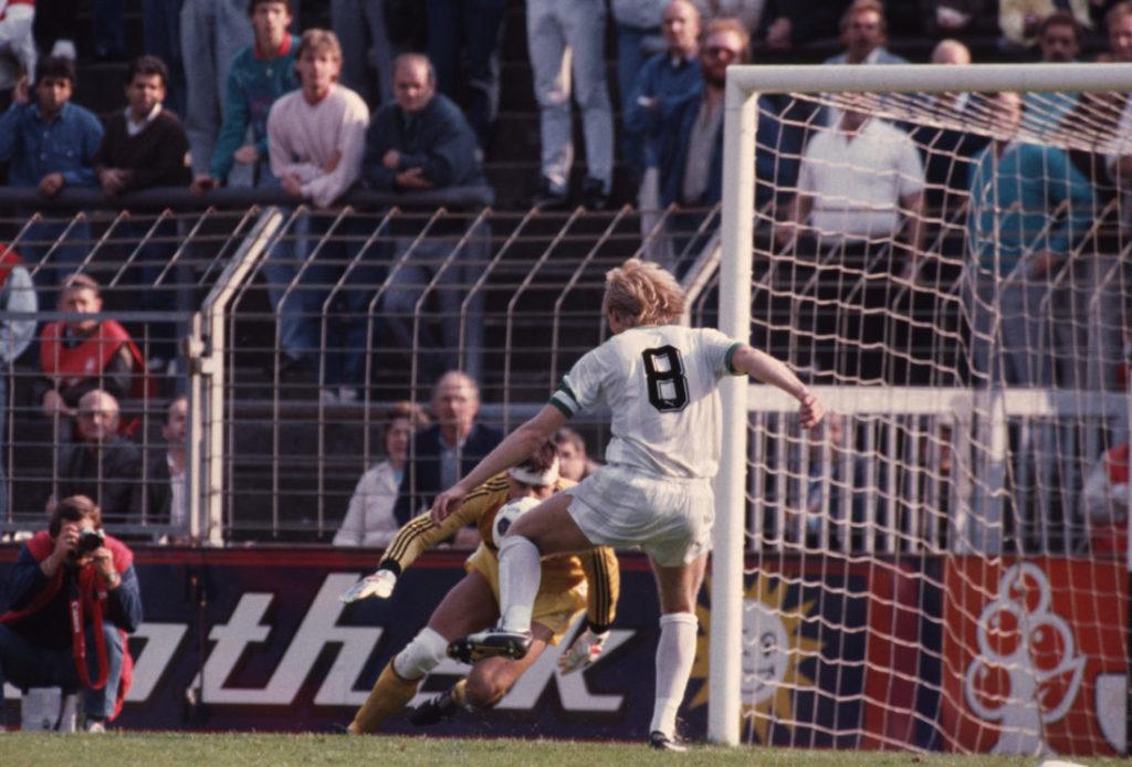 Fußballer des Jahres Uwe Rahn beim legendären 8:2 mit Borussia Mönchengladbach gegen den Hamburger SV am 26. September 1987 am Bökelberg.