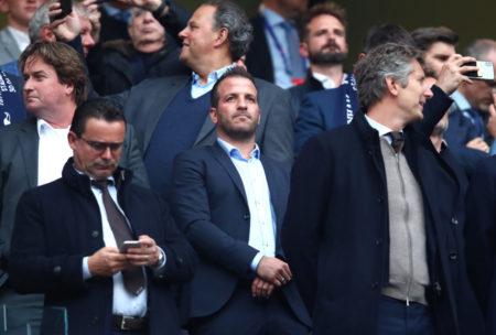 Die Ajax-Legenden (v. l.) Marc Overmars, Rafael van der Vaart und Edwin van der Sar sind's stolz auf der Ehrentribüne des Tottenham Hotspur Stadium. Im Oktober 2019 werden sie auch in Hamburg zu Gast sein...