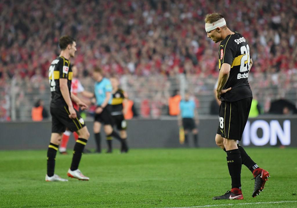 """Abstieg! Der VfB Stuttgart mit Benjamin Pavard (l.) und Ex-Nationalspieler Holger Badstuber kassierten in Berlin einen echten Schlag mit der ,,Ritter Keule"""". (Photo by Stuart Franklin/Bongarts/Getty Images)"""