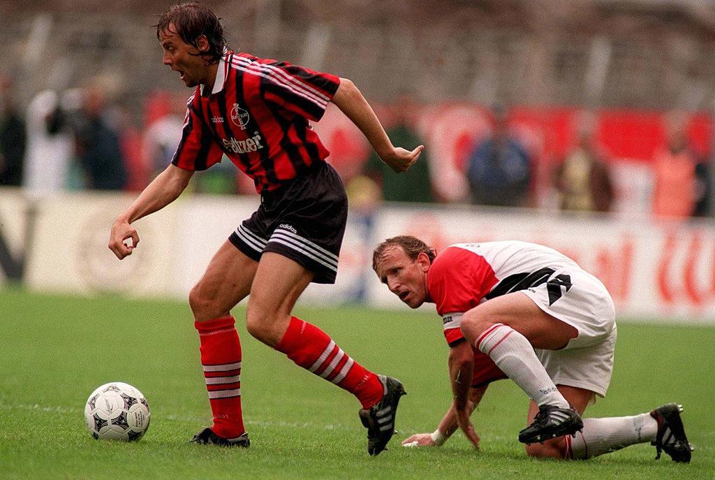 Andreas Brehme (r.) im legendären Abstiegsfinale 1996 mit Bayer Leverkusen und Hans-Peter Lehnhoff gegen den 1. FC Kaiserslautern. (Photo by Bongarts/Getty Images)
