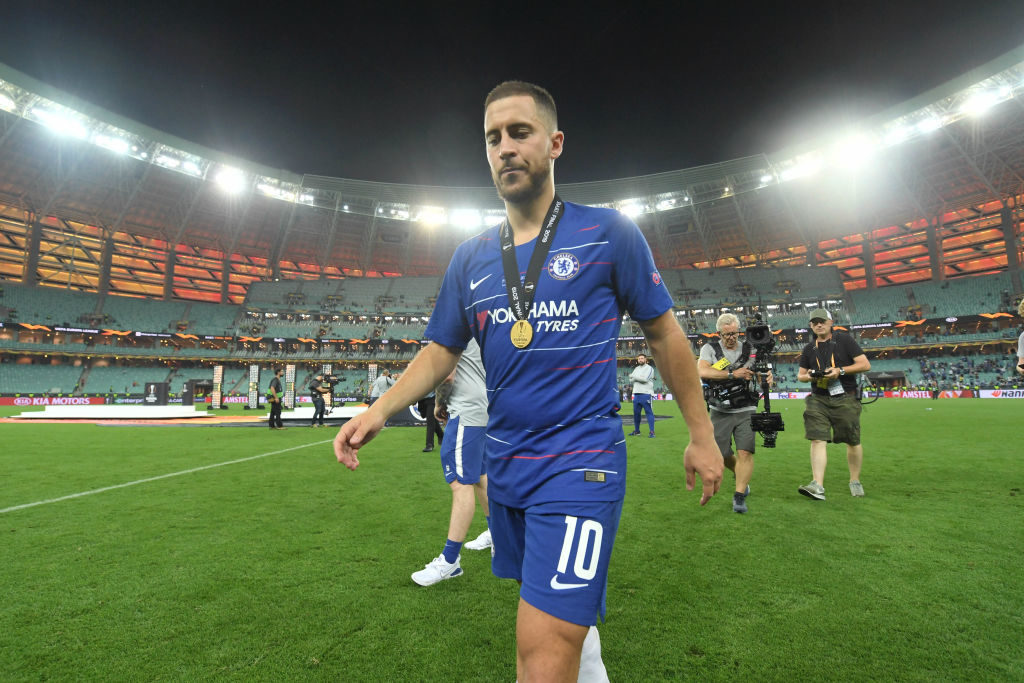 Job erledigt: Chelseas Superstar Eden Hazard beim Abgang in Baku. (Photo by Michael Regan/Getty Images)