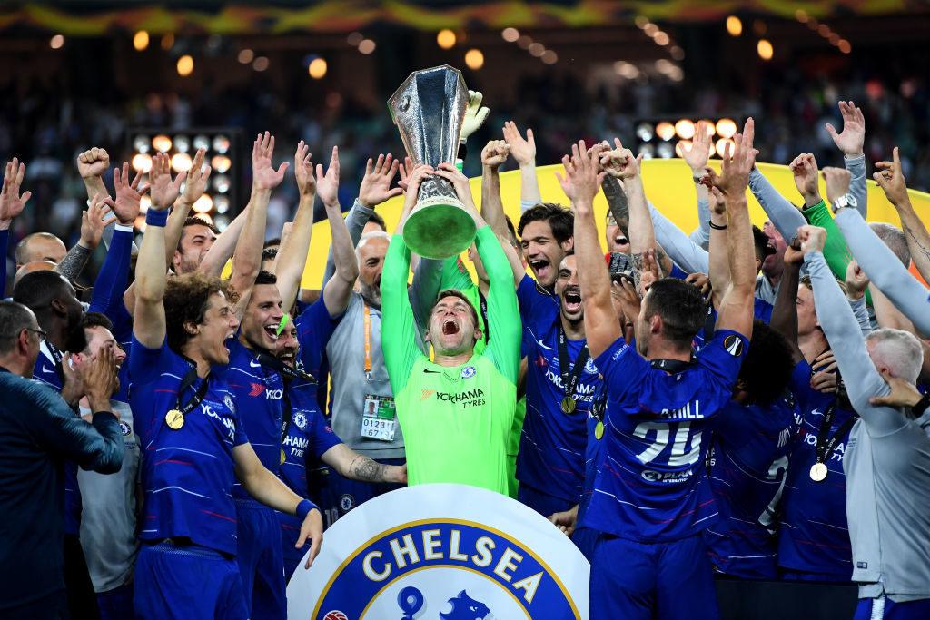 Robert Greens großer Moment: Chelseas 4. Torhüter, der noch nie ein Pflichtspiel für den Klub gemacht hat, darf als erster Spieler in Baku die Europa-League-Trophäe stemmen.