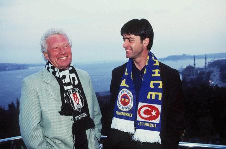 Karl-Heinz Feldkamp (l), hier mit Joachim Löw, arbeitete auch in der Türkei erfolgreich als Trainer. (Photo by Marcus Brandt/Bongarts/Getty Images)