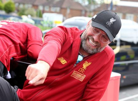 Liverpools Coach Jürgen Klopp hat Spaß beim Champions-League-Umzug