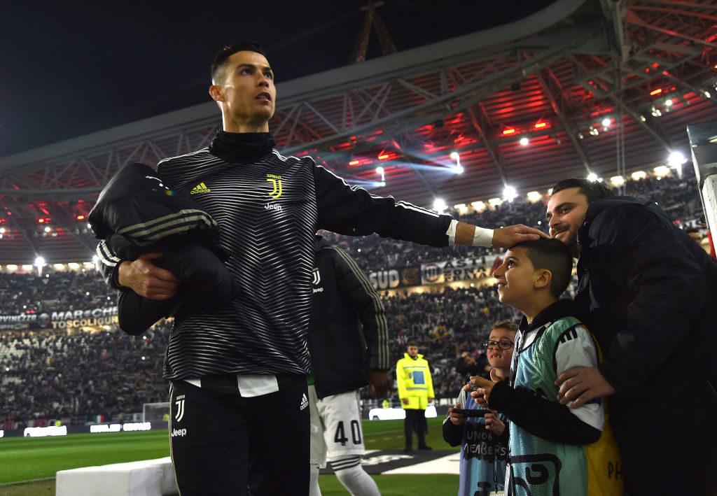 Für seine jugendlichen Fans hat Superstar Cirstiano Ronaldo immer einen Moment Zeit.