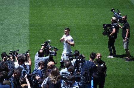 Luka Jovic bei seiner Vorstellung in Madrid am 12. Juni 2019. Der Serbe brachte Frankfurt einen riesigen Geldsegen ein.