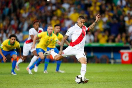 Mit diesem Elfmetertor zum 1:1 schockte Paolo Guerrero Brasilien und schoss sich unter die Top 5 der ewigen Torjägerliste bei der Copa América.