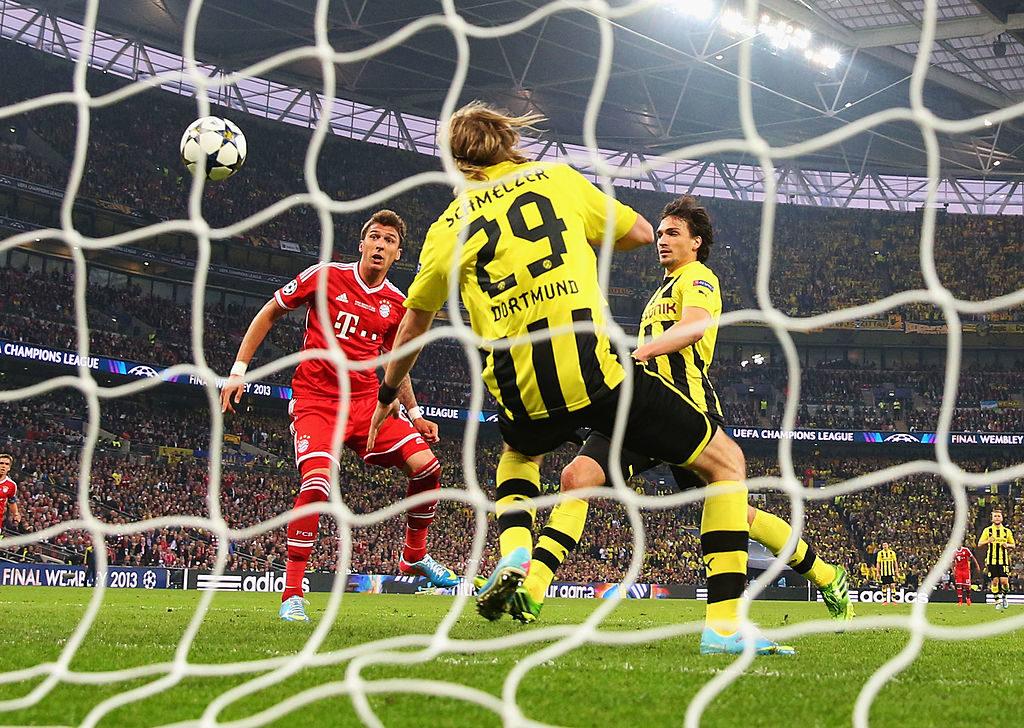 Die Führung von Wembley: Mario Mandzukic (l.) trifft im Champions-League-Finale 2013 zum 1:0 für den FC Bayern gegen Borussia Dortmund mit Marcel Schmelzer (m.) und Mats Hummels.