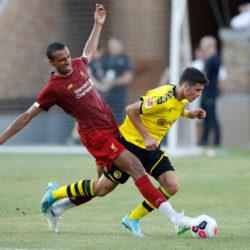 Ebenfalls bei Dortmund in der Startelf: Der junge Giovanni Reyna, hier mit Liverpools Abwehr-Routinier Joel Matip (l.).