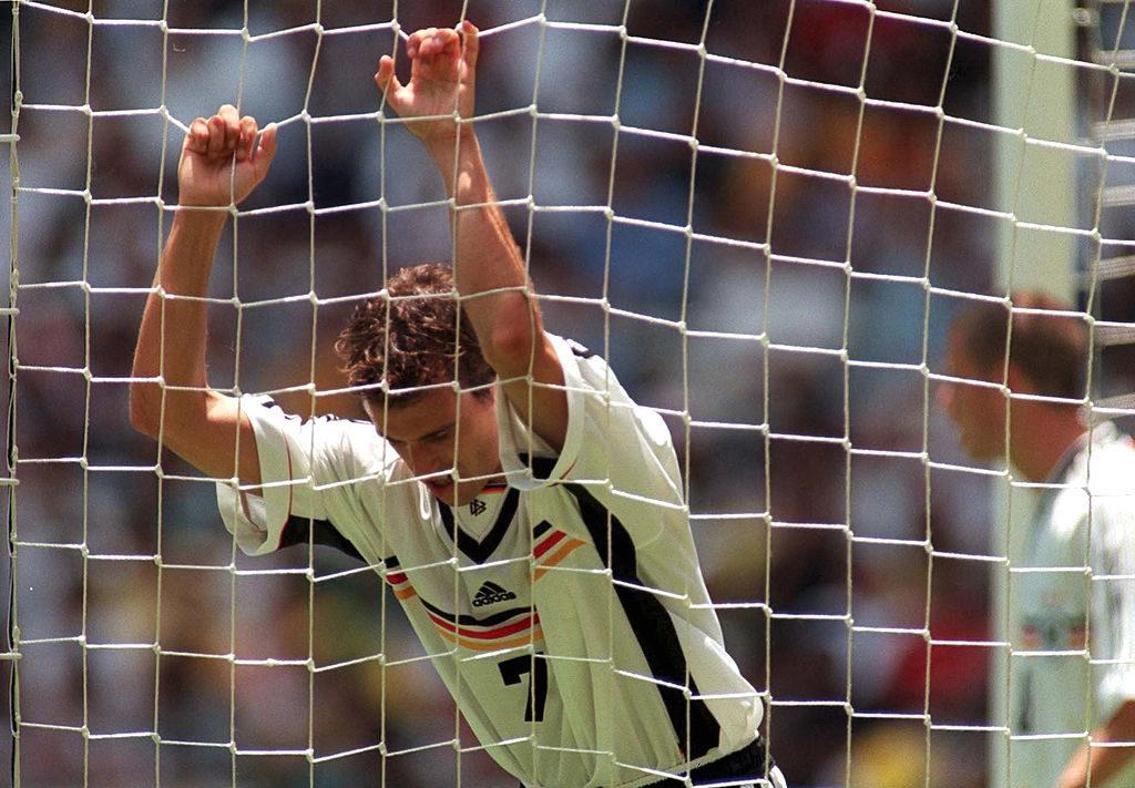 Confederations Cup 1999: Mehmet Scholl im Tor, der Ball für Deutschland (leider) nicht...
