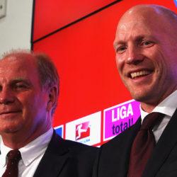 Matthias Sammer (r.) kam erst im Juli 2012 als neuer Sportvorstand zum FC Bayern und Uli Hoeneß.