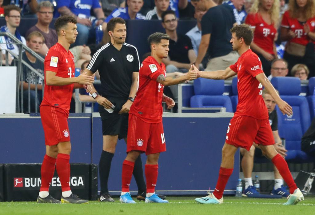 Ist das schon die Wachablösung im offensiven Mittelfeld des FC Bayern München? Philippe Coutinho kommt für Thomas Müller auf Schalke in die Partie - und feiert sein Bundeesliga-Debüt.