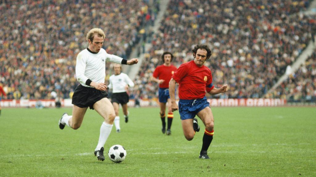 Uli Hoeneß verschoss im Finale der EURO 1976, Panenka traf.