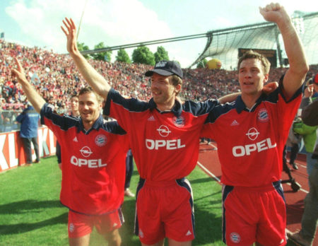 MUNICH, GERMANY - MAY 20: 1. BUNDESLIGA 99/00, Muenchen; FC BAYERN MUENCHEN - SV WEDER BREMEN 3:1; BAYERN MUENCHEN DEUTSCHER FUSSBALLMEISTER 2000; JUBEL Michael WIESINGER, Thomas LINKE, Patrik ANDERSSON/BAYERN