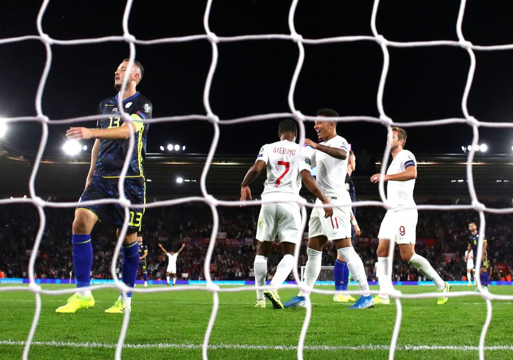 Unglaublich: Noch vor der Pause erhöht Dortmunds Jadon Sancho gegen den Kosovo auf 5:1 für England
