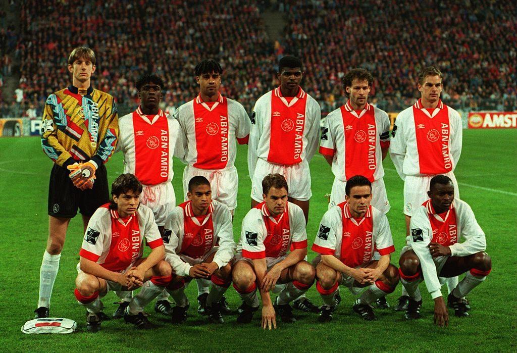 Ajax Amsterdam vor dem Halbfinal-Hinspiel in der Champions League am 5. April 1995 in München. Im Rückspiel zeigten die Holländer dem FC Bayern beim 5:2 klar die Grenzen auf.
