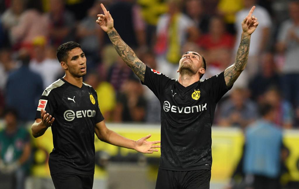 Fast unsichtbar und dann doch mit dem 3:1-Siegtreffer: Paco Alcacer (r.) bei Borussia Dortmunds Erfolg in Köln am 2. Spieltag.