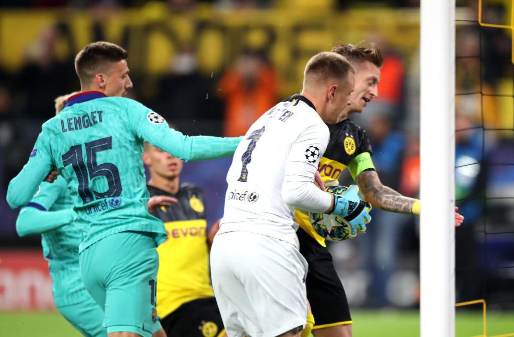 Marco Reus konnte im Spiel Borussia Dortmund gegen FC Barcelona tun, was er wollte: An Marc-André ter Stegen (m.) kam er nicht vorbei!