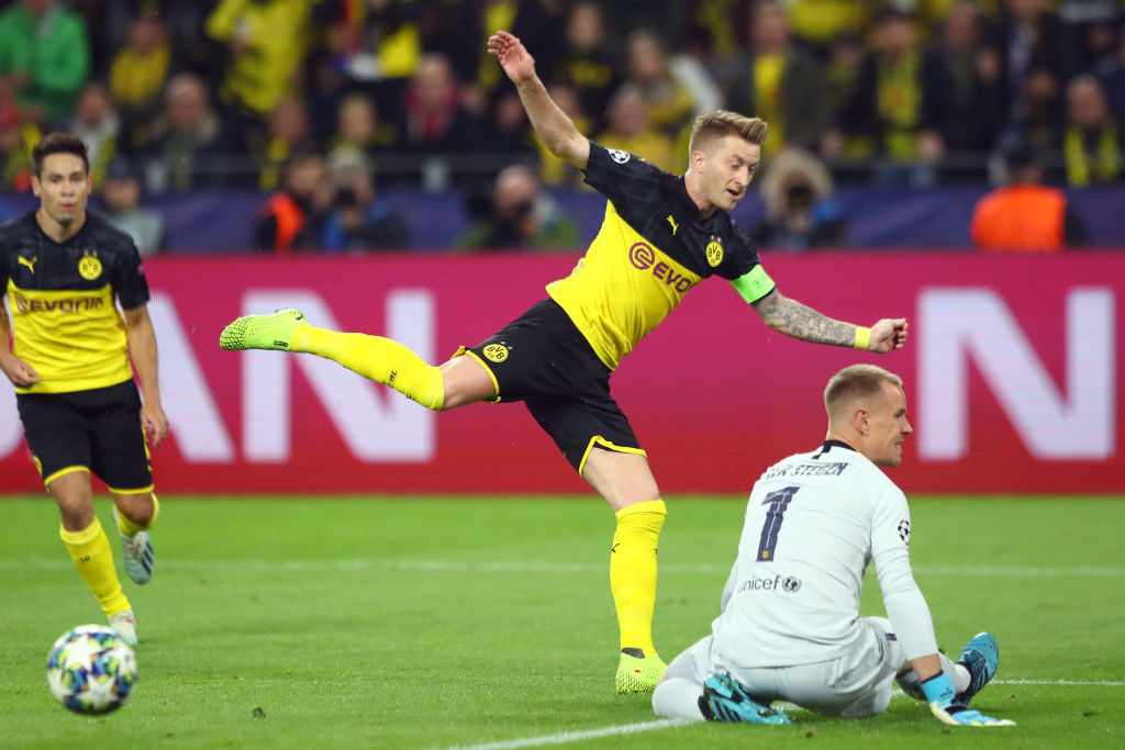 Borussia Dortmund gegen FC Barcelona: BVB-Kapitän Marco Reus (m.) verzweifelte an Barca-Keeper Marc-André ter Stegen.