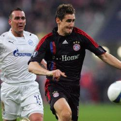 Die Sternstunde des Fernando Ricksen: Im UEFA-Cup-Halbfinale 2008 kann der Niederländer (l., mit Miroslav Klose) mit Zenit St. Petersburg den FC Bayern München mit 5:1 in der Addition ausschalten.