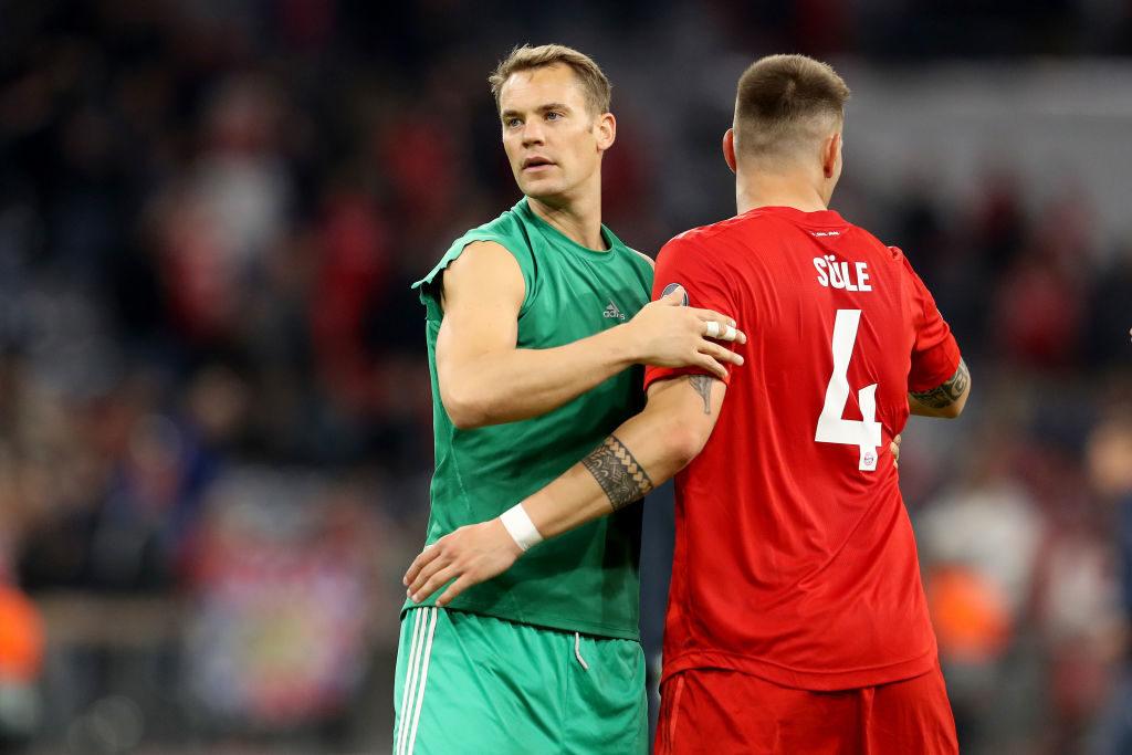 Manuel Neuer (l.) mit Niklas Süle nach dem 3:0-Startsieg gegen Roter Stern Belgrad in der Champions League.