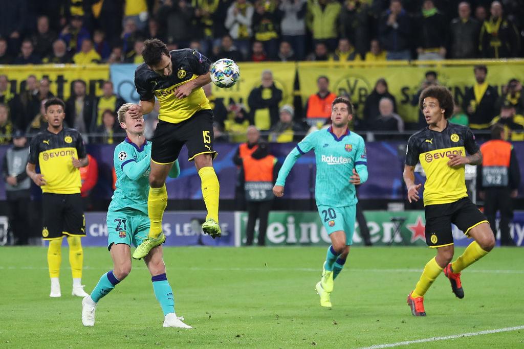 Mats Hummels mit einem gefährlichen Kopfball im CL-Spiel Borussia Dortmund gegen FC Barcelona (0:0).