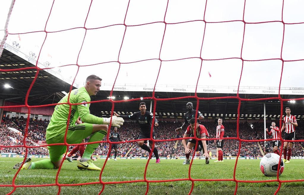 Es muss auch mal dreckig gehen: Dieser Kullerball von Georginio Wijnaldum gegen Sheffields Keeper Dean Henderson (l.) entschied die Partie zugunsten des FC Liverpool.